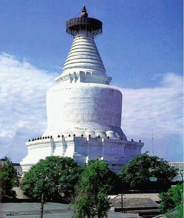 北京的塔很多,也很有名,例如北海公园的白塔,庆寿寺